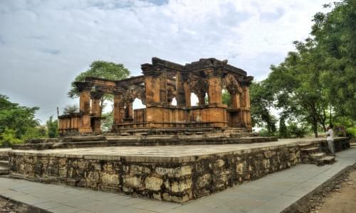 Nava Toran Temple