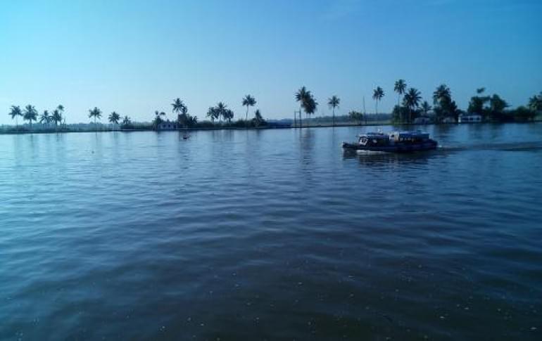 Justwravel_Alluppuza__1484203208_0kayamkulam_lake.jpg
