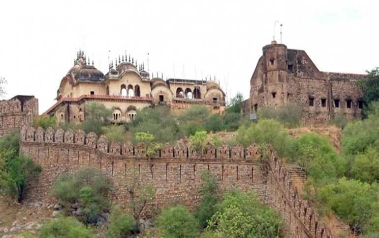 Justwravel_Alwar_1469210912_1alwar-fort.jpg
