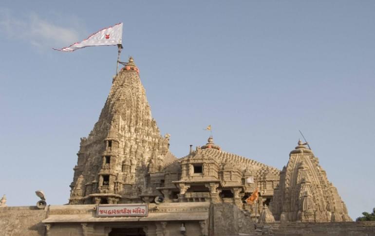 Justwravel_Dwarka_1483947579_0Dwarkadheesh_temple.jpg