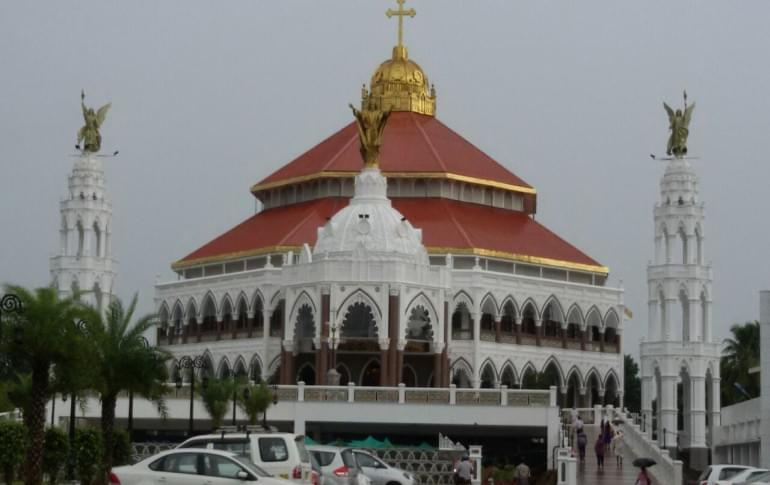 Justwravel_Ernakulam_1484208233_0Edapally_Church.jpg
