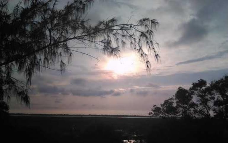 Justwravel_Haldia_1470471516_0Balughat_Riverside_Sunset_Point.jpg