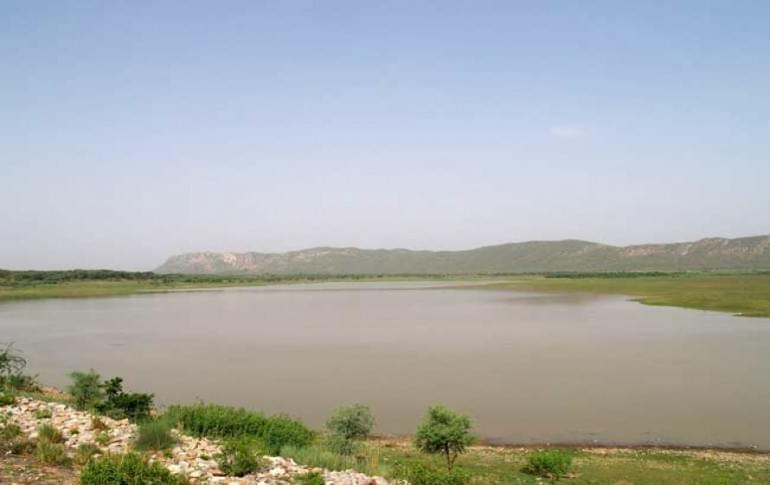 Justwravel_Jamwa_Ramgarh_1469270428_1Ramgarh-Lake-Jaipur.jpg