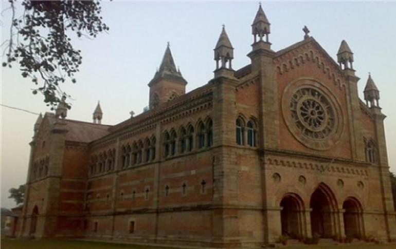 Justwravel_Kanpur_1465028478_1kanpur_memorial_church.jpg