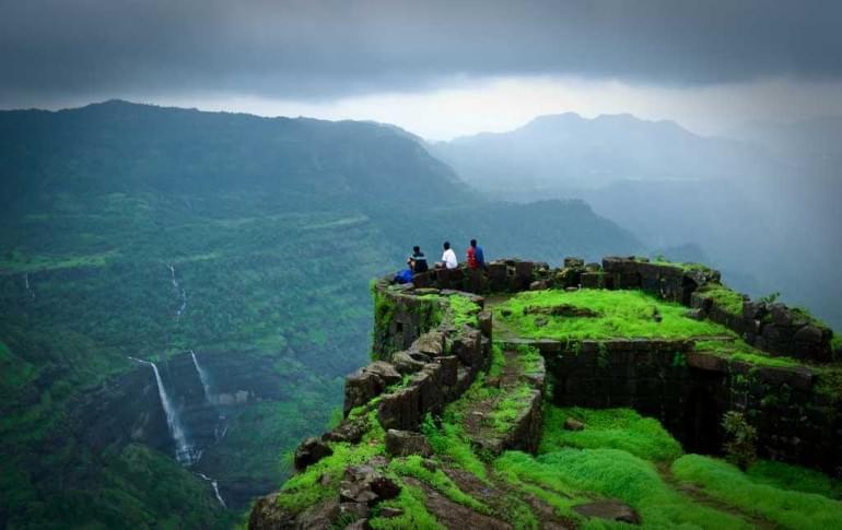 Justwravel_Khandala_1483859437_1Rajmachi_fort.jpg