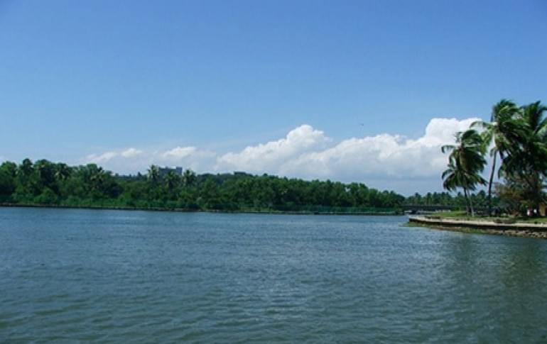 Justwravel_Kollam_1484205765_1ashtamudi_lake.jpg