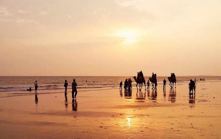 Justwravel_Mandvi_1483953761_1mandvi_beach.jpg