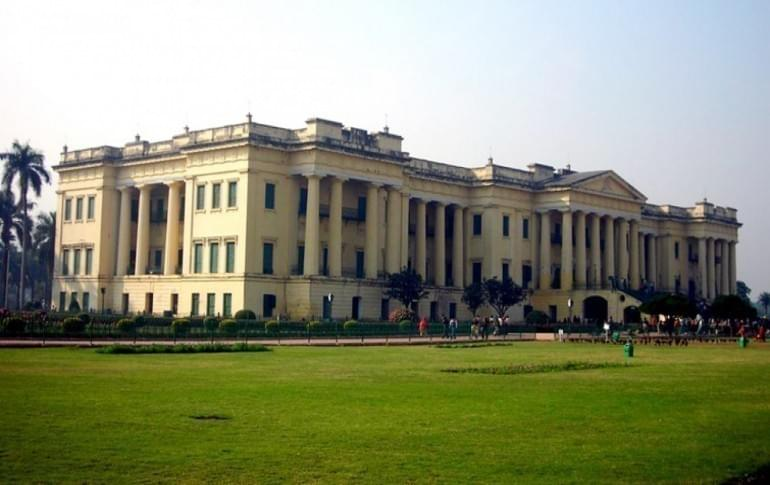 Justwravel_Murshidabad__1470128395_0Hazarduari-Palace-and-Museum.jpg