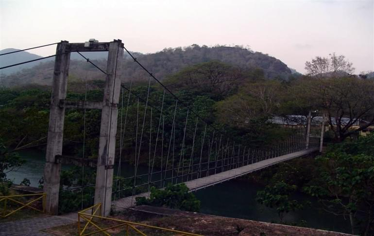 Justwravel_Thenmala_1484206582_0hanging_bridge.jpg