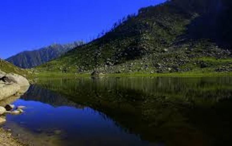 Justwravel_adventure_Dharamshala_1462615260_1dal_lake2.jpg
