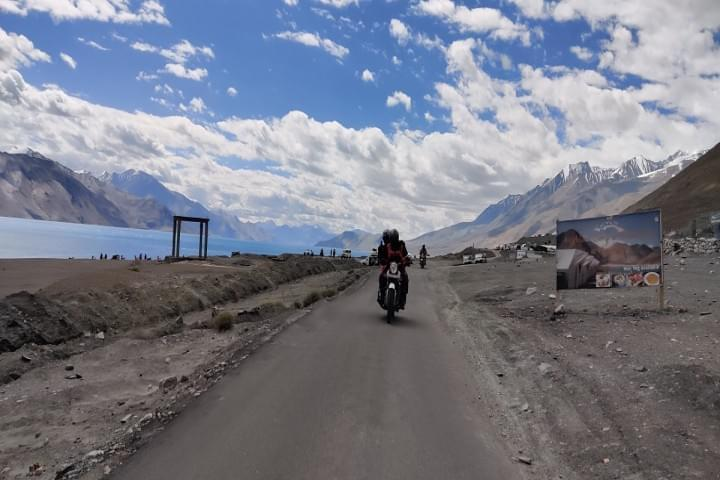 Bike_Road_Trip_to_Leh_to_Pangong_with_JustWravel_(1)-0-JustWravel.jpg
