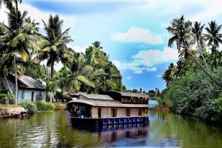 Harmonious-Backwater-Tour-Package-of-Kerala-with-Munnar,-Thekkady-and-Kumarakom-JustWravel-1597392317.jpg - JustWravel