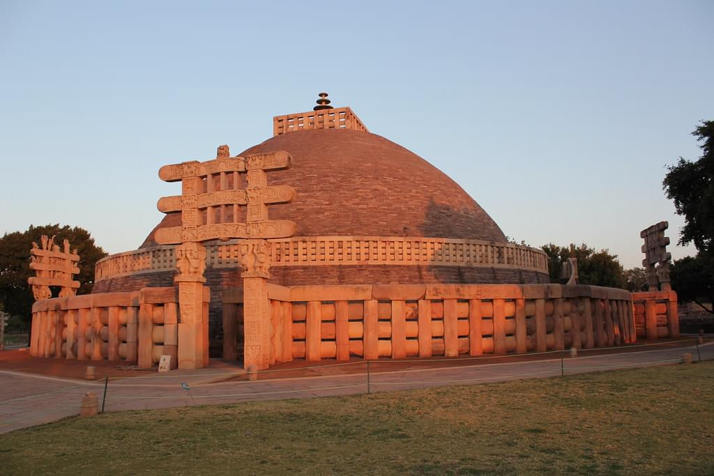 4-Night-5-Days-Bhopal-Tour-Package-with-Sanchi-Stupa-and-Bhimbetka-Caves-JustWravel-1597394444-3.jpg