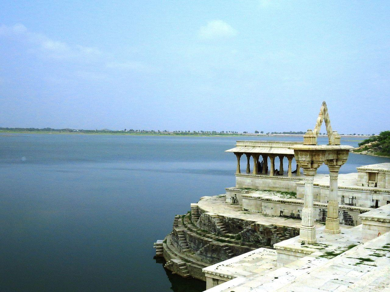 Excuisiting-Ranakapur-and-Kumbhalgarh-fort-with-Udaipur-Tour-Package-JustWravel-1597390878-6.jpg