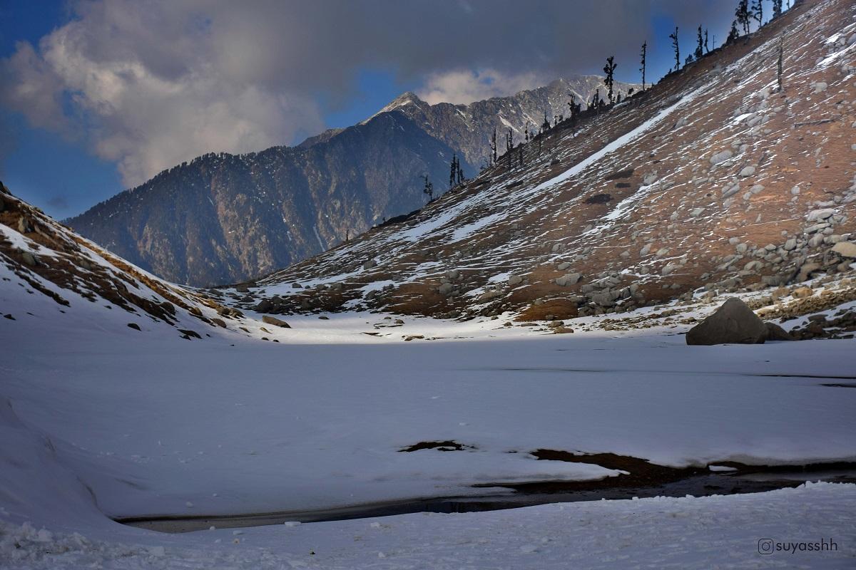 Frozen Kareri lake