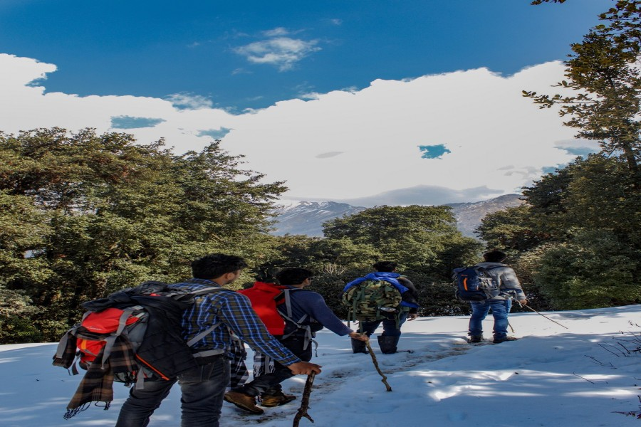 Snow Covered trail to Chopta from Deoriatal